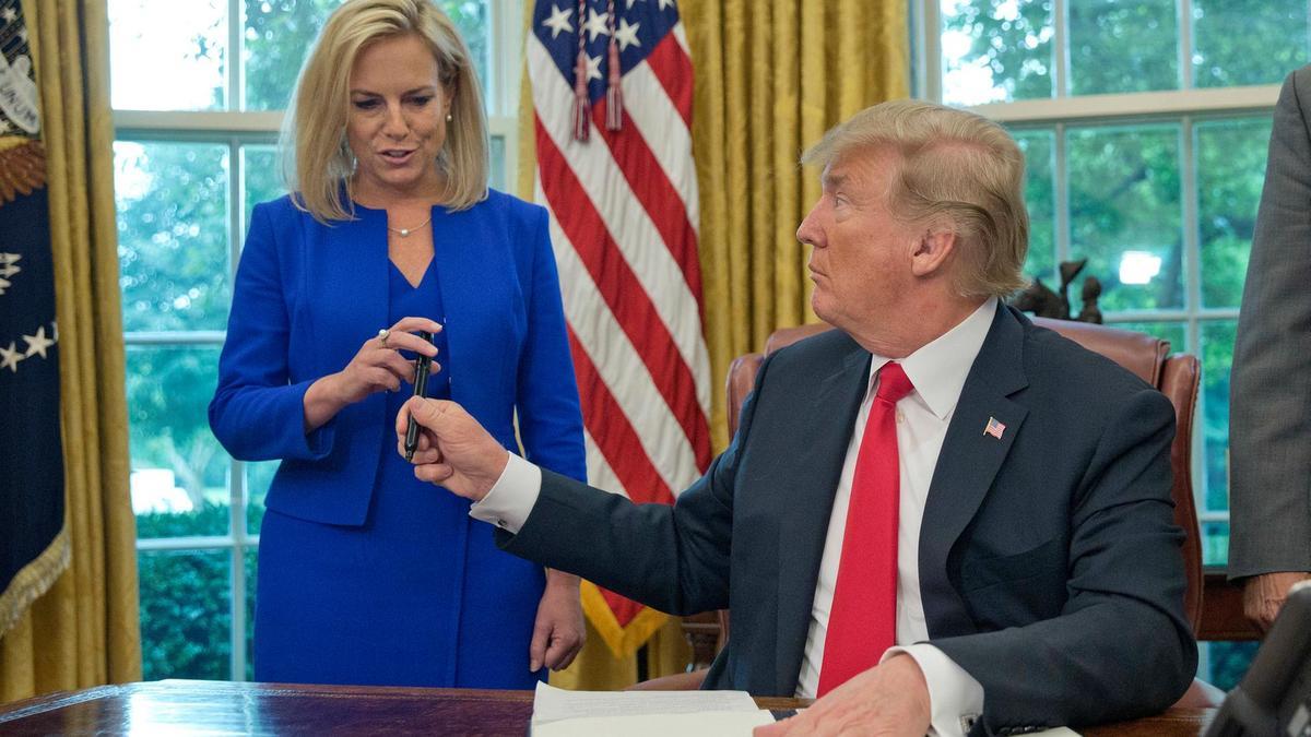 Donald-Trump-Kirstjen-Nielsen