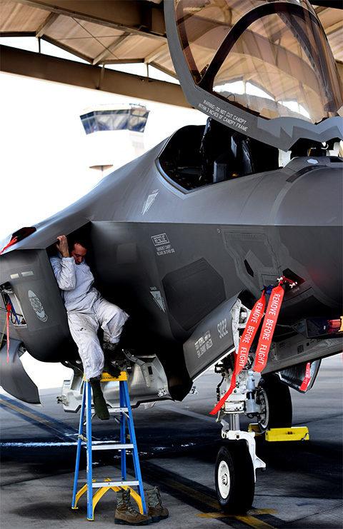 f-35-maintenance-2_480