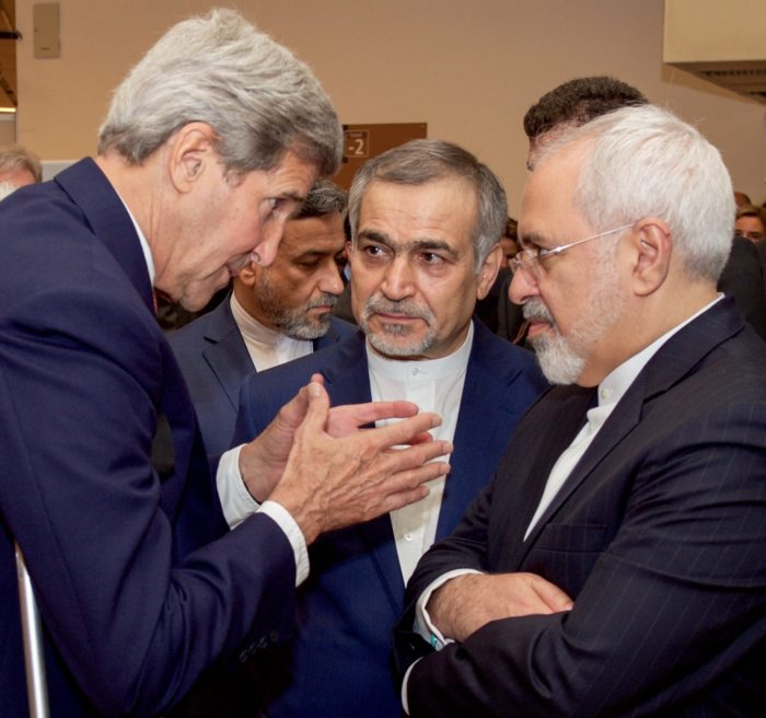 John_Kerry_Speaks_With_Hossein_Fereydoun_and_Javad_Zarif_before_Press_conference_in_Vienna_19663913956_cropped-700x656