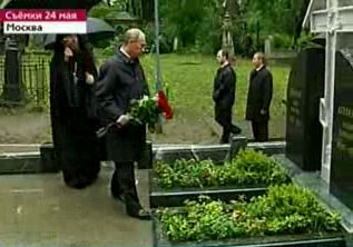 Putin_on_the_grave_of_Ivan_Illin